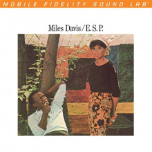MILES DAVIS: E.S.P.